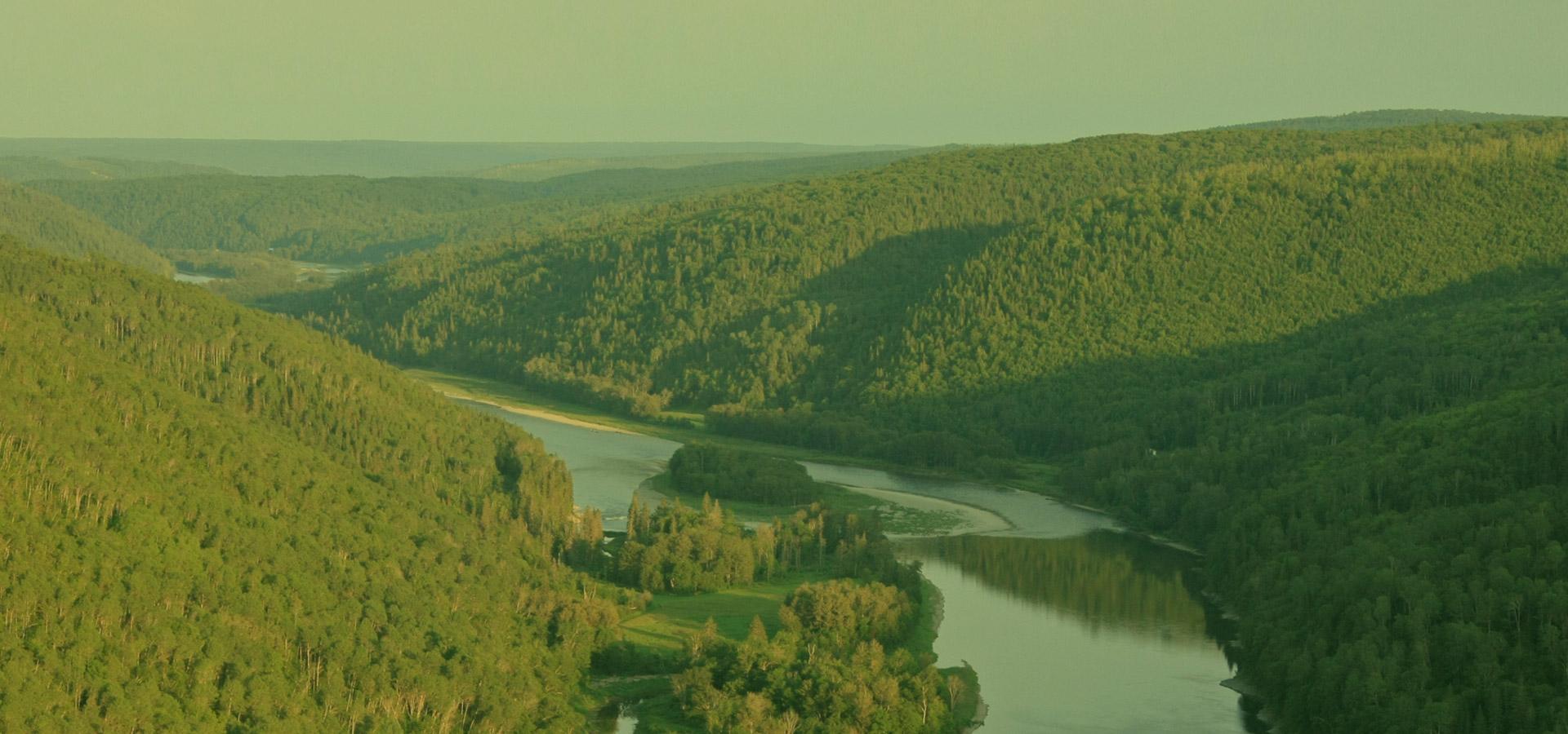 Paysage monts et rivière