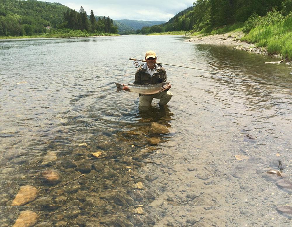 Pêcheur sur la rivière